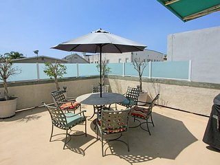 Peninsula Point Condo Steps To The Beach! Near Balboa Pier & Fun Zone (68297)
