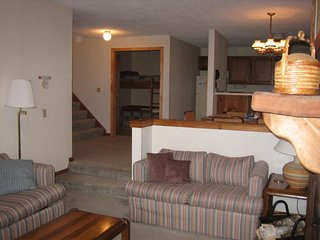 Ski-in/ski-out home w/seasonal shared pool. Ideal for your next Vermont trip!