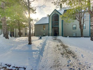 Ski-in/ski-out condo w/ shared pool & seasonal hot tubs - golf & tennis nearby!