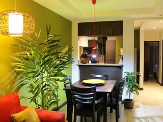 Cariari Lapa Condo (+ Free Airport Welcome & Paid Tours, buses, Restaurants)