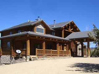 Beautiful Log Cabin Close To Zion National Park, Bryce Canyon & Grand Canyon