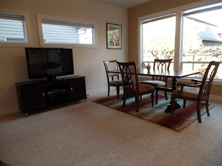 CLASSY & COMFORTABLE, CLOSE TO DOWNTOWN, RIVER, AIRPORT, BSU, ST LUKES!, Boise
