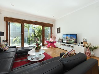 Stylish and Sunny Clovelly Home CL31