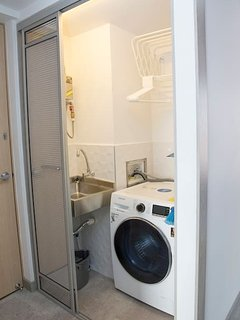 Combo washer/dryer, one of the several amenities