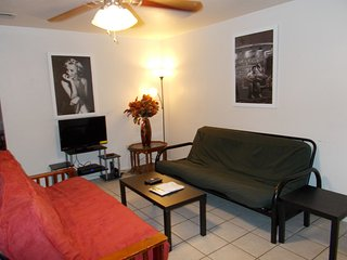 Manage Best Deal N Town #4 of #5-2 bedroom Fits up to 10!, Gainesville