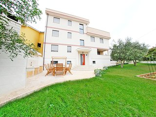 FAMILY APARTMENT WITH TWO BEDROOMS 2, Pula