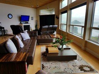 Oceanfront Luxury Home , Unobstructed  Ocean View, Bandon