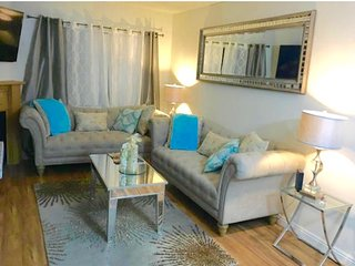 Luxury 2 Bed /2 Bath/2 Gated Free Parking  Apartment in the heart of Hollywood, West Hollywood