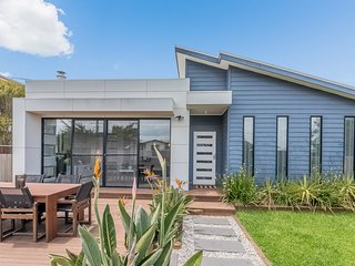 9 Sunderland Bay Road, Surf Beach
