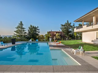 Marcheholiday Tondo, apartment in villa with pool