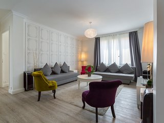 """LE HENON"" 2 chambres, 2 à 8 pers + GARAGE, Lyon"