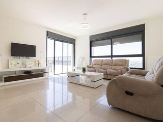 Jerusalem huge brand new modern apartment