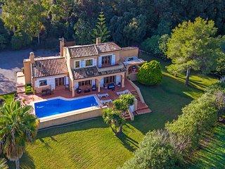 Elegant Villa Private Pool & Large Gardens