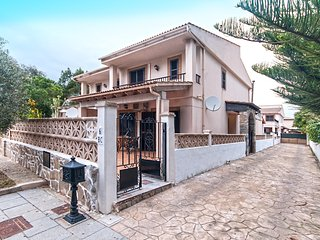 Fidel- Nice house very well loccated in Port Alcudia. 250mts from sea!