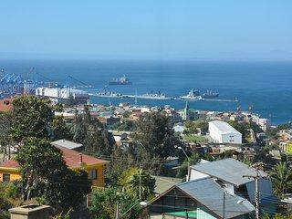 Pequeña habitación con vista a la bahía, Valparaiso