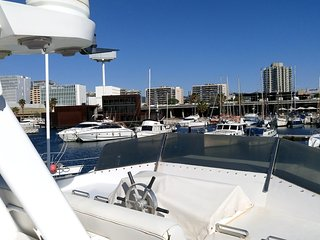 17mtr Spacious Private Yacht for 8. Close to the beach and center. Free WiFi