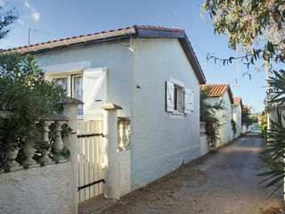 Minutes from the beach in Sète, 2-bedroom villa with terrace (and visit of Sète's canals by boat), Frontignan