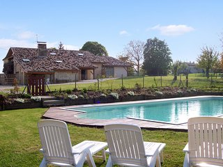 """""""Gite Le Noyer"""" - Traditional country house in Lot-et-Garonne with shared pool & countryside views, Agnac"""