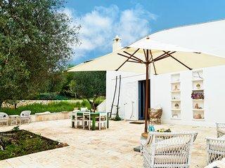"Fabulous ""lamia"" villa in huge Apulian garden w/ fireplace & rooftop terrace - near Ostuni, Brindisi, Ceglie Messapica"