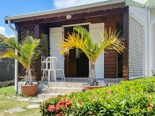 Charming, island-style house in Saint François, Guadeloupe, with colourful garden and WIFI, Saint Francois