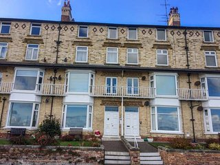 15D THE BEACH third floor apartment, sea views, WiFi, beach opposite, in Filey,