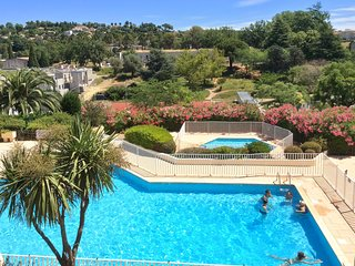 Sunny, 1-bedroom studio apartment in Vence with a swimming pool and mountain views!
