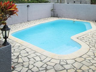 Spacious, 3-bedroom villa in Pereybere with a swimming pool, garden and WiFi - 400m from the beach!