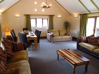 The Victoria & Albert Suite, Indoor Pool, Gym, Sauna, sleeps 14, Super Fast WiFi