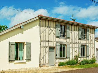Spacious house with a furnished terrace surrounded by verdant nature - 300m from the Lac du Der!, Giffaumont-Champaubert