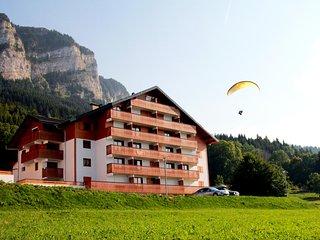 Gorgeous apartment in Thollon les Memises ski resort, French Alps, w/ balcony & views of Lake Geneva, Thollon-les-Memises