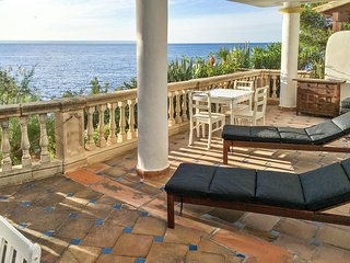 Sunny, 2-bedroom apartment in Illetas, Mallorca with amazing sea views – 200m from the beach!, Calvià