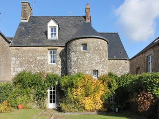 Gorgeous, 3-bedroom house in Monthault with a furnished garden and WiFi!, Melle