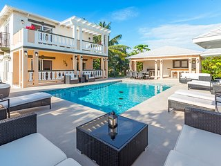 Sea La Vie - Studio unit by the pool, Long Bay Beach