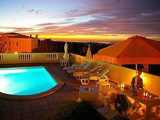 Fantastic modern villa, 3 bedrooms, swimming pool, 5 min drive from beach, Carvoeiro