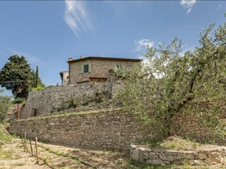 Florence Country House: stone walls and olive trees