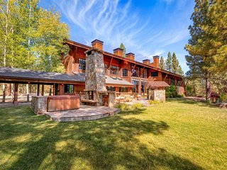 Stunning private estate w/ views & hot tub - close to slopes & Tahoe!
