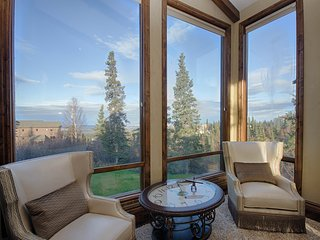 Breath-taking views of Anchorage, close to trails, airport and downtown