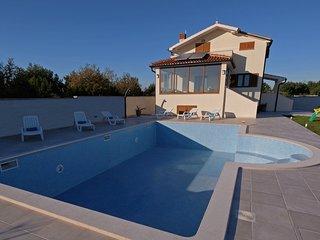 "Villa ""BERGENA"" with large swimming pool 58m2, Medulin"