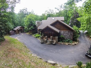 4BR Upscale Mountain House plus Guest House, Beech Mtn Club, Hot Tub, Great, Beech Mountain