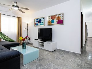 CUTE & TIDY - 3BR House at Park COLONIAL ZONE