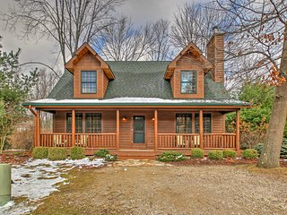 Cozy 3BR Saugatuck Cabin w/Fireplace & Large Patio!