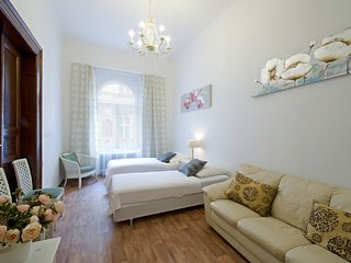 Charles Bridge 3 bedrooms apartment with balcony