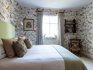 B&B at The Grange,  The Squirrel Room, Frampton on Severn