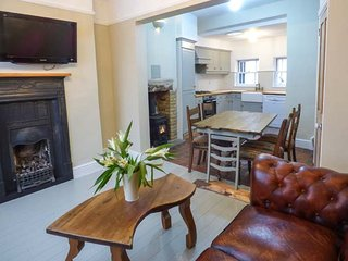 25 ST JOHN'S STREET beautifully decorated, en-suite, woodburning stove