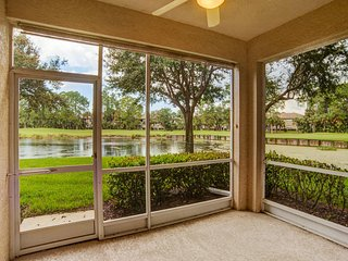 Beautiful 2BR/2BA + Den Turnkey End Unit w/Golf Included!, Naples