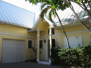 Naples Royal Harbor CANAL VILLA w Terrace plus Dock