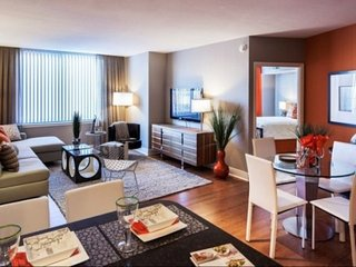 Oversized Luxury Condo w Breathtaking Rooftop/Pool - 2 Blocks to Convention CTR, Washington DC