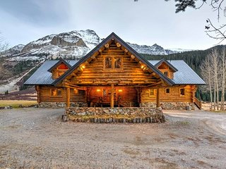 Gorgeous log cabin on 153 acres, 20 minutes from Telluride, panoramic views, private hot tub - Valley of the Peaks, Ophir