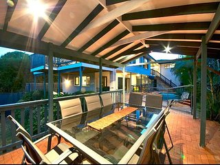 7 bedroom House on River sleeping 20  with pool, catch your dinner 2 kitchens, Broadbeach