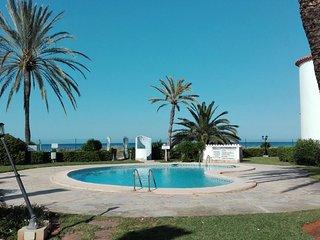 BONITO BUNGALOW EN 1° LINEA DE PLAYA y km 0.5 Ctra Marinas, Denia
